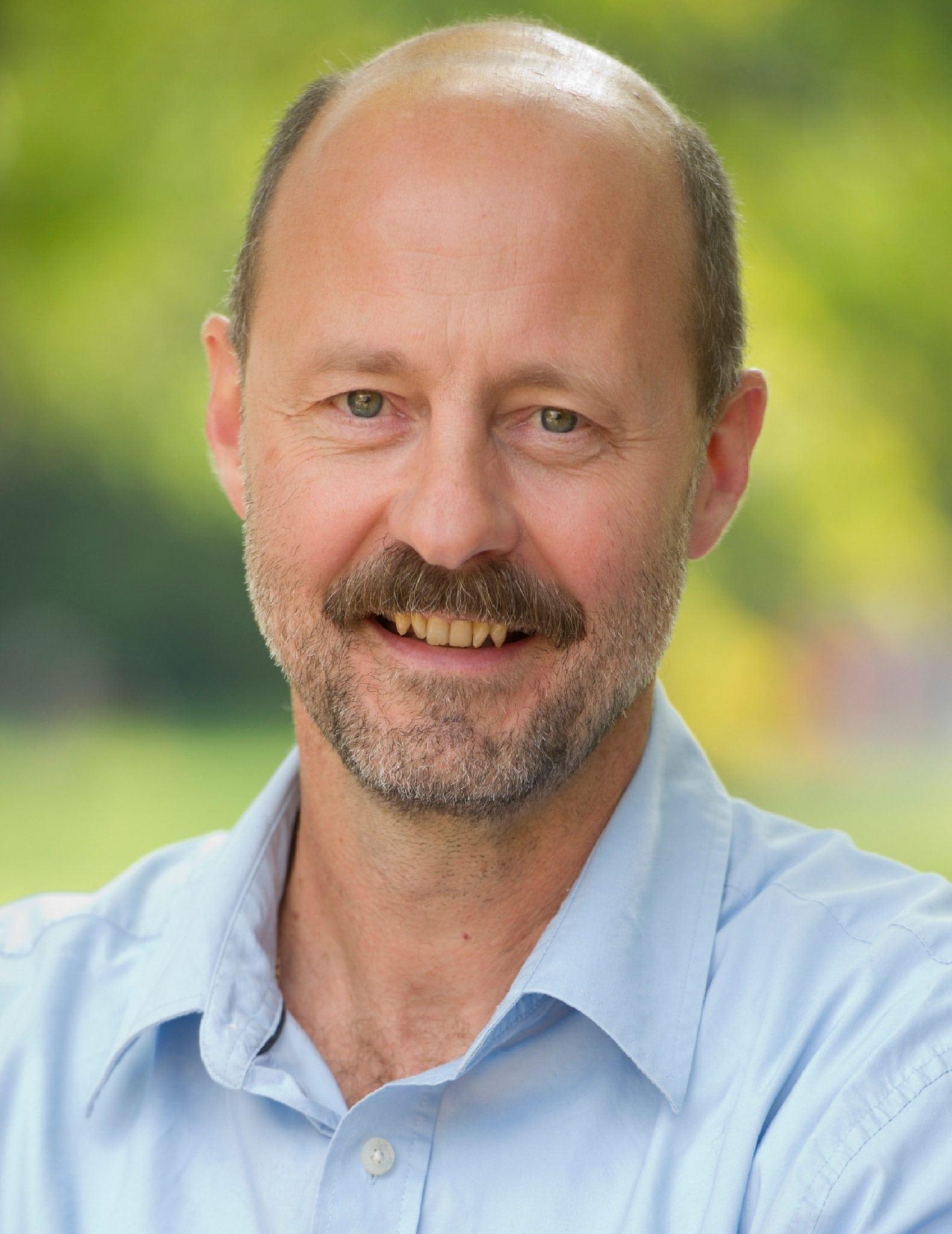 Photo of Prof. Flavio Schenkel smiling at the camera